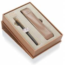 Подарочный набор: Перьевая ручка Parker Sonnet F528 MattBlack GT + чехол для ручки 1935164